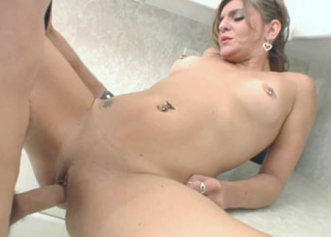 Kittie Deveah gets laid in the kitchen